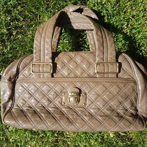 💄TAKE IT SALE💋 Marc Jacobs Quilted Bowler Taupe